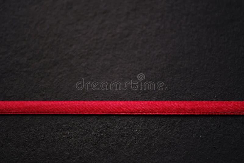 Rot auf Schwarzem, Linie, Beschaffenheit lizenzfreie stockbilder