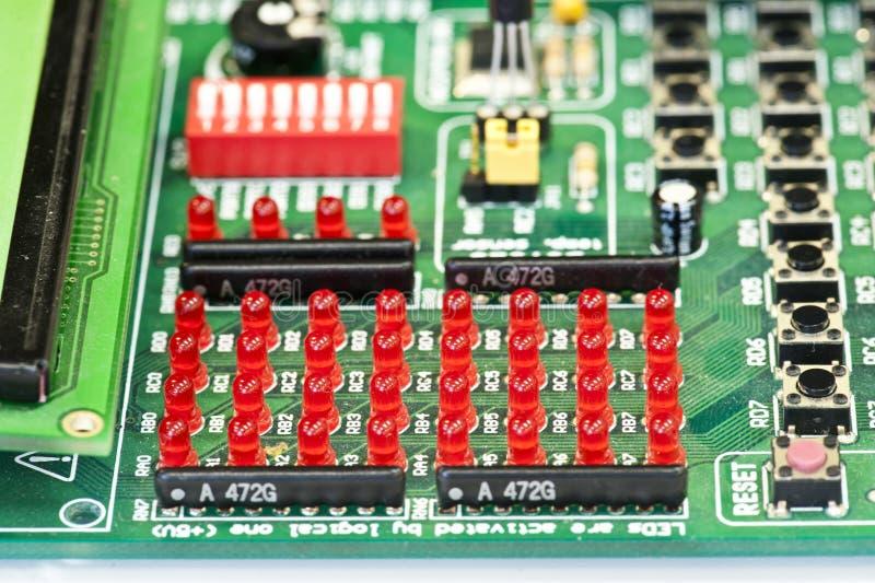 Rot geführt auf Leiterplatte lizenzfreies stockbild
