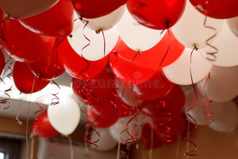 Rot steigt Partei im Ballon auf stockfotos