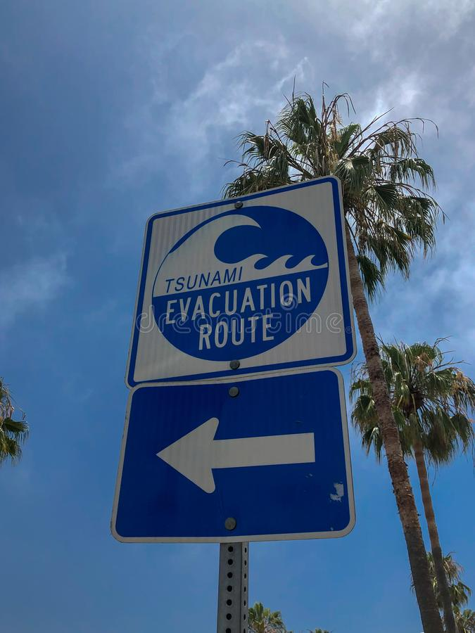 A rota da evacuação do tsunami assina dentro Venice Beach foto de stock royalty free