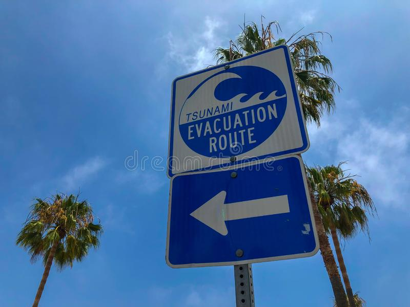 A rota da evacuação do tsunami assina dentro Venice Beach imagens de stock
