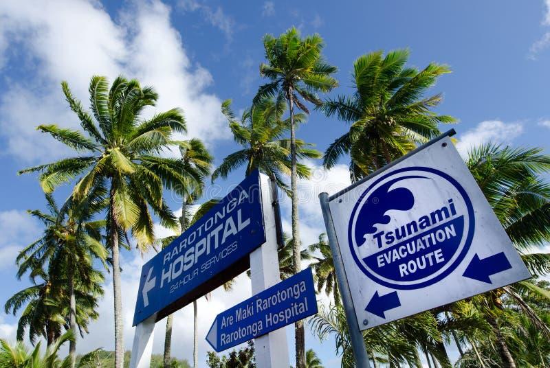Rota da evacuação do tsunami no cozinheiro Islands de Rarotonga foto de stock