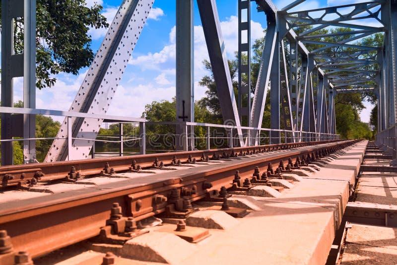 Rotaie ed elementi ferroviari del ponte fotografia stock libera da diritti