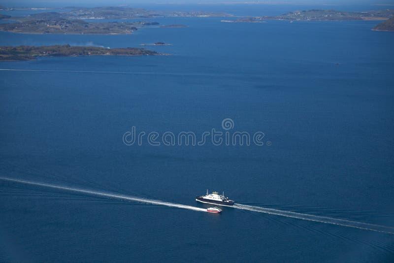 Rotas de mar e trajetos de viajantes de flutuação imagem de stock royalty free