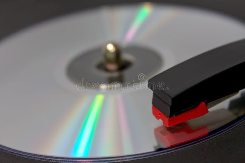 Rotation CD sur le tourne-disque de vinyle image libre de droits