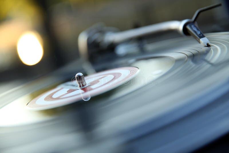 Rotazione del suono della registrazione della discoteca della piattaforma girevole del DJ del vinile della gomma lacca fotografie stock