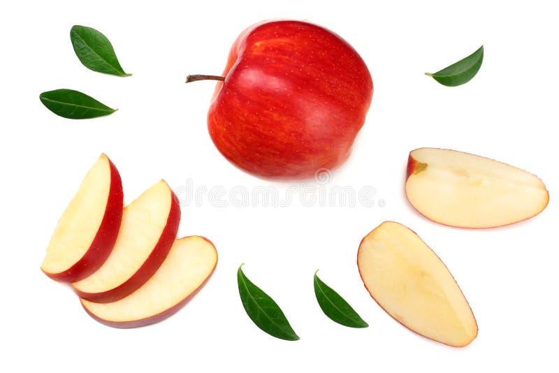 rote Äpfel mit den Scheiben lokalisiert auf weißem Hintergrund Beschneidungspfad eingeschlossen stockbilder