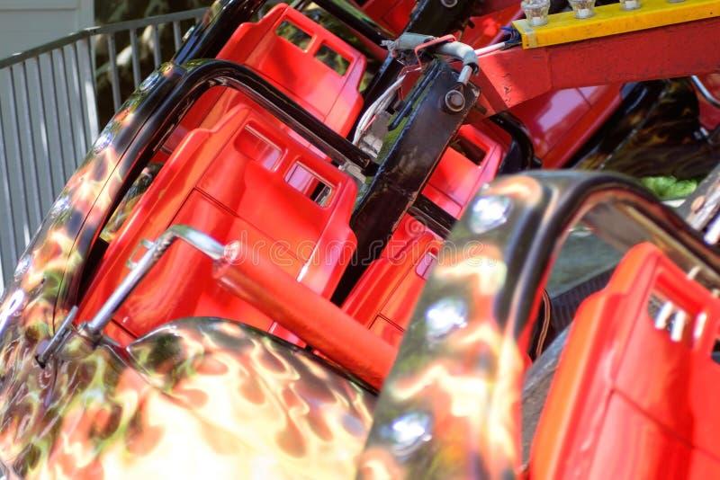Rote Achterbahn stockfotos