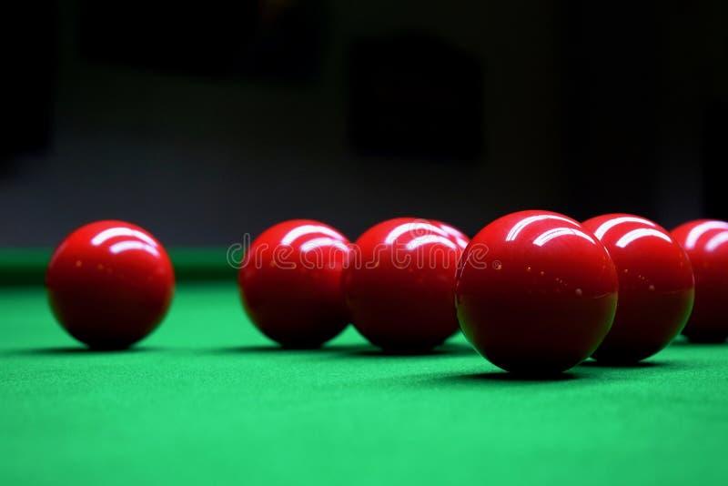 Rote Bälle Snooker Billard lizenzfreie stockfotografie