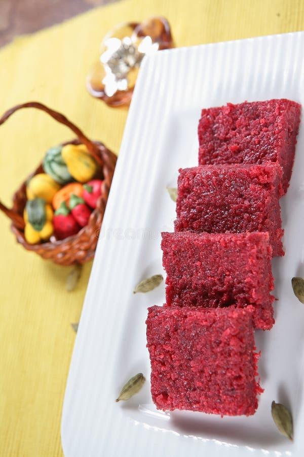Rote-Bete-Wurzeln Barfi/Burfi Nachtisch/Süßigkeiten stockbild