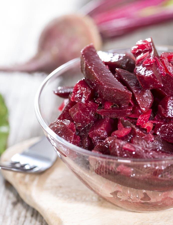 Rote-Bete-Wurzeln Salat in einer Schüssel lizenzfreie stockfotografie