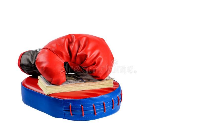 Rote Boxhandschuhe mit Dollarscheinen auf einem weißen Hintergrund lizenzfreies stockbild