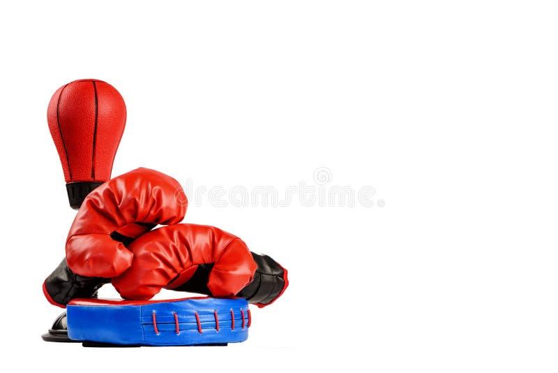 Rote Boxhandschuhe mit Dollarscheinen auf einem weißen Hintergrund stockbilder