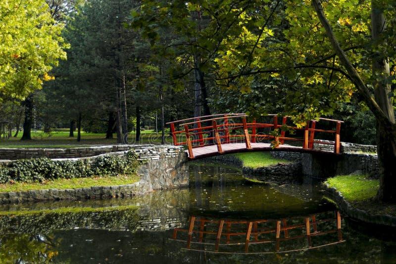 Rote Brücke stockbild