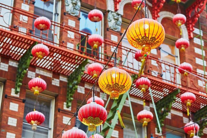 Rote chinesische Laternen in Chinatown von San Francisco stockbild