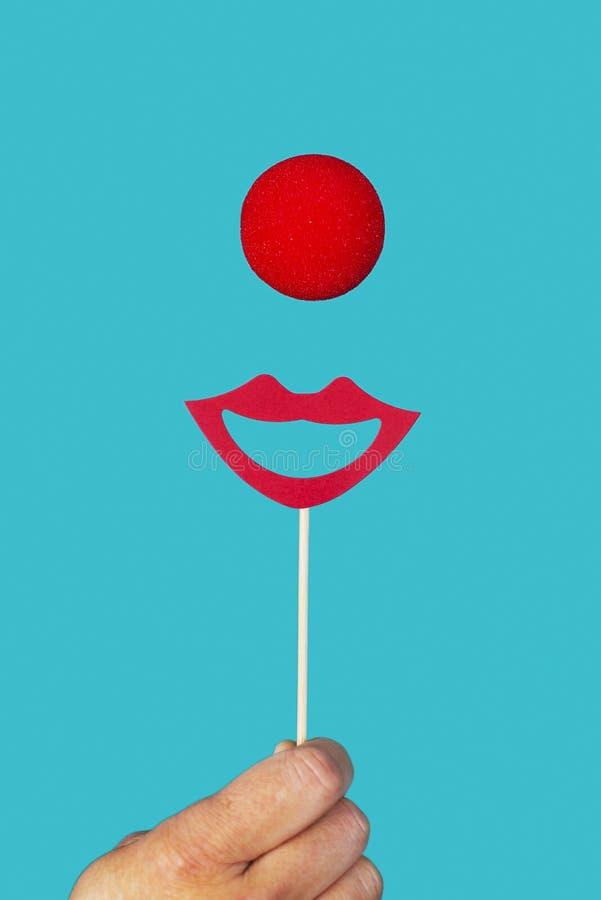 Rote Clownnase und großes Lächeln lizenzfreies stockfoto