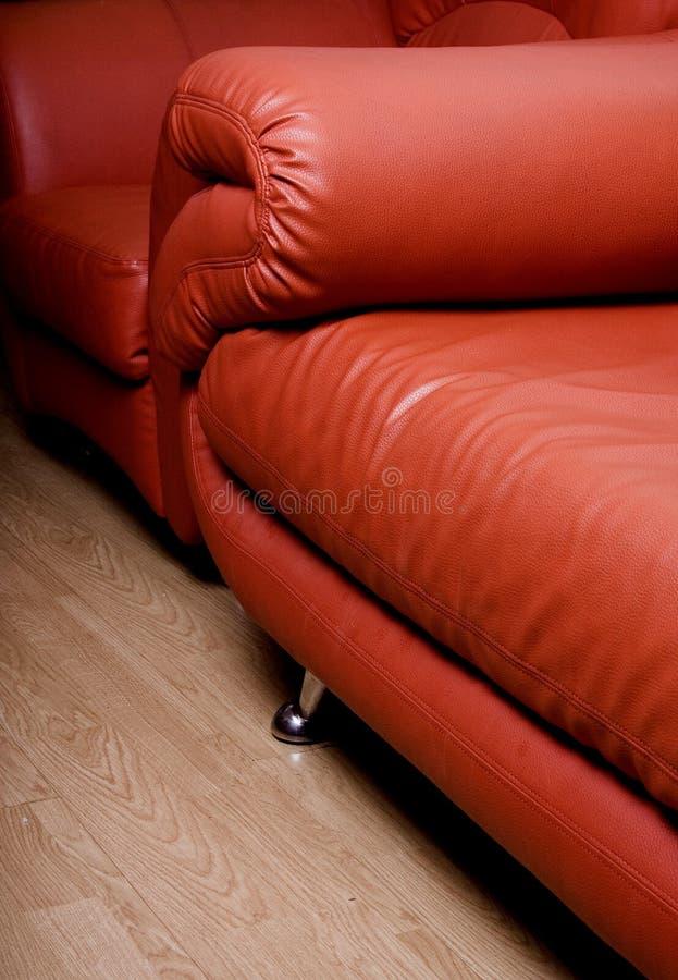 Rote Couch lizenzfreie stockfotos