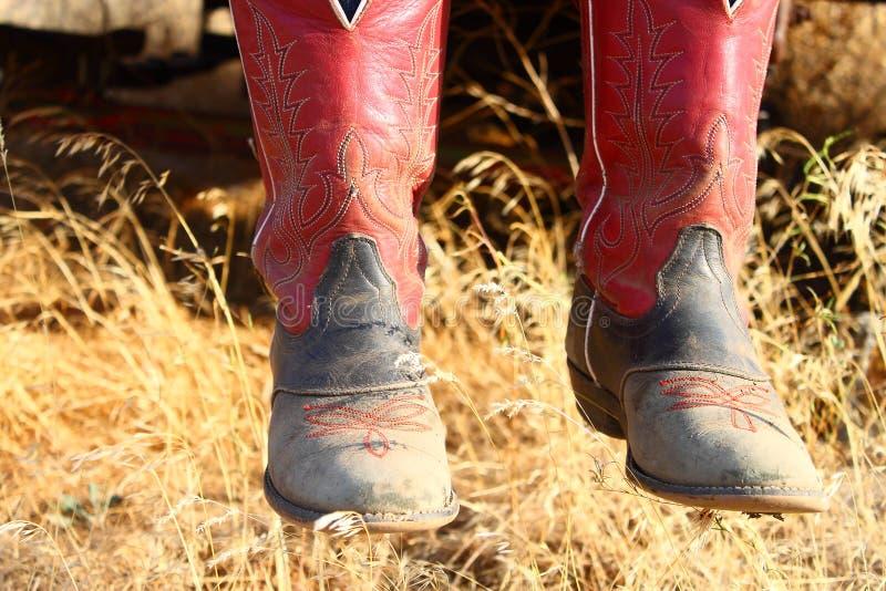 Rote Cowboystiefel lizenzfreies stockbild