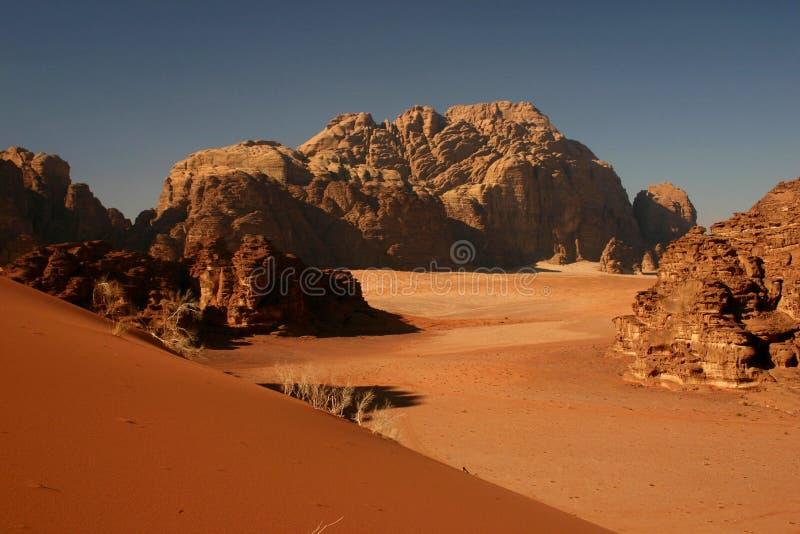 Rote Düne im Wadi-Rum stockfoto