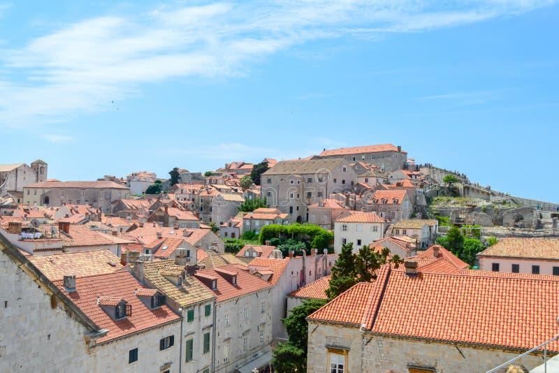 Rote Dachspitzen der Stadt Dubrovnik, Kroatien am 18. Juni 2019 Einige Episoden des Spiels von Throne filme lizenzfreie stockfotos