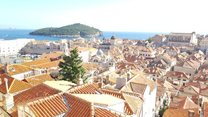 Rote Dachspitzenansicht über Dubrovnik, Kroatien lizenzfreie stockbilder