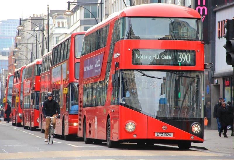 Rote Doppeldeckerbusse Londons stockfotografie