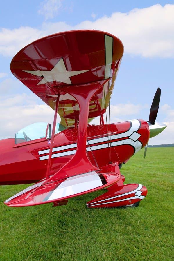 Rote Doppeldeckerflügelansicht stockbilder