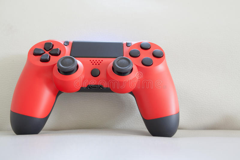 Rote Farbe des Gamecontrollers stockbild