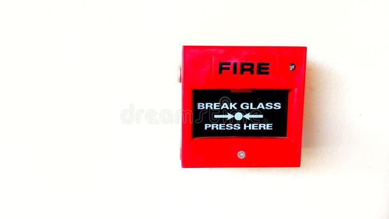 Rote Feuermelder auf weißem Hintergrund lizenzfreie stockbilder