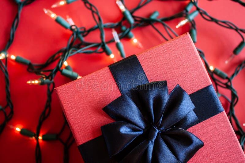 Rote Geschenkbox stockfotos