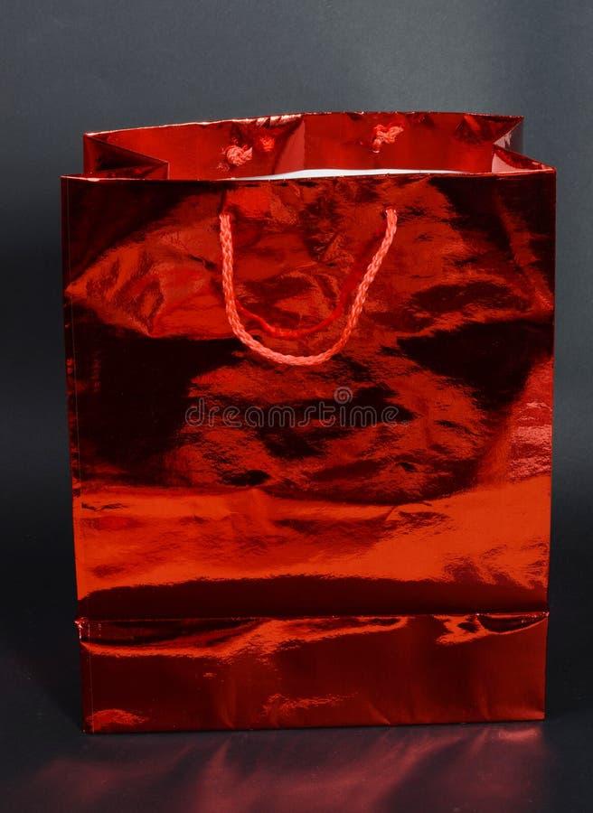 Rote Geschenktasche lizenzfreie stockbilder