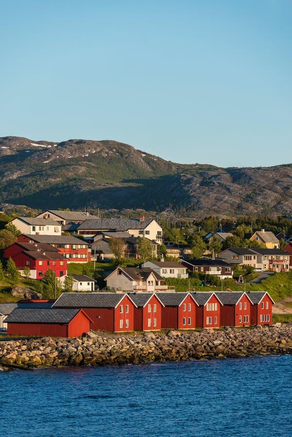 rote h user auf der bucht von alta norwegen stockfoto bild von besichtigung tourismus 55361284. Black Bedroom Furniture Sets. Home Design Ideas