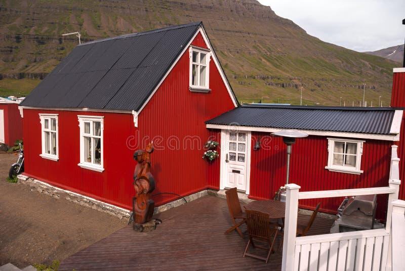 Rote Häuser Bilder rote häuser in island stockbild bild dach sommer 35702065
