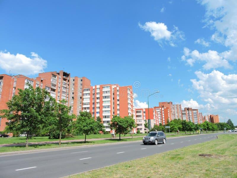 Rote Häuser, Litauen stockbild