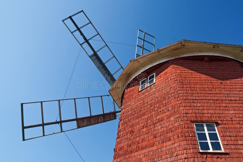 Rote hölzerne Windmühle stockbilder