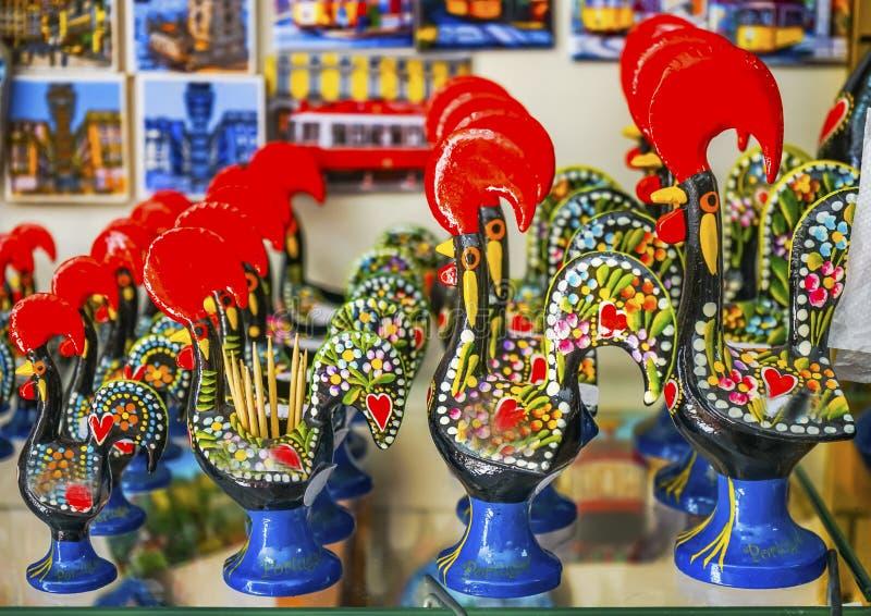 Rote Hahnpapierbeschwerer-Andenkenhandwerkkünste Lissabon Portugal stockfoto