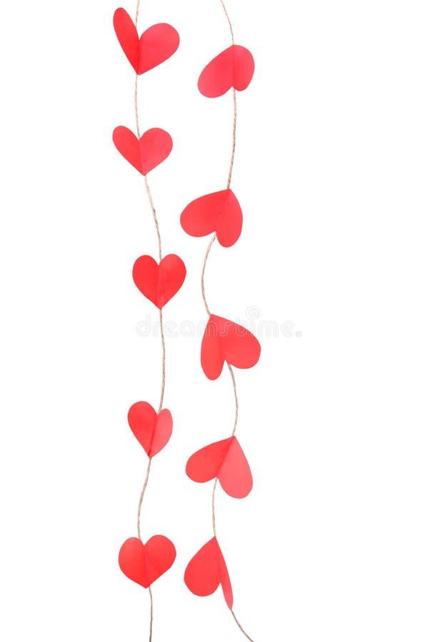 Rote Handwerksherzgirlande lokalisiert Valentinsgrüße, die Dekoration heiraten lizenzfreies stockbild