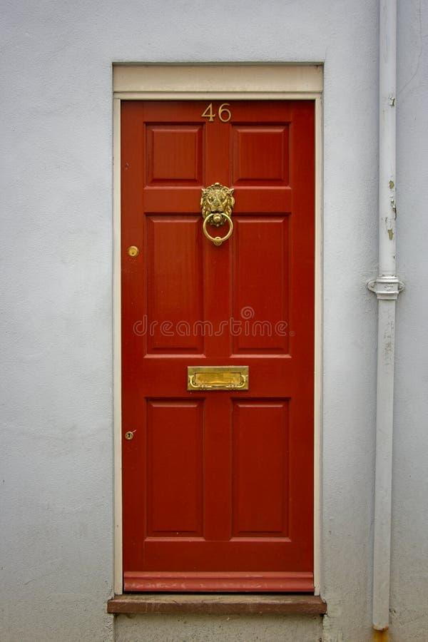 Rote Haustür stockfotos