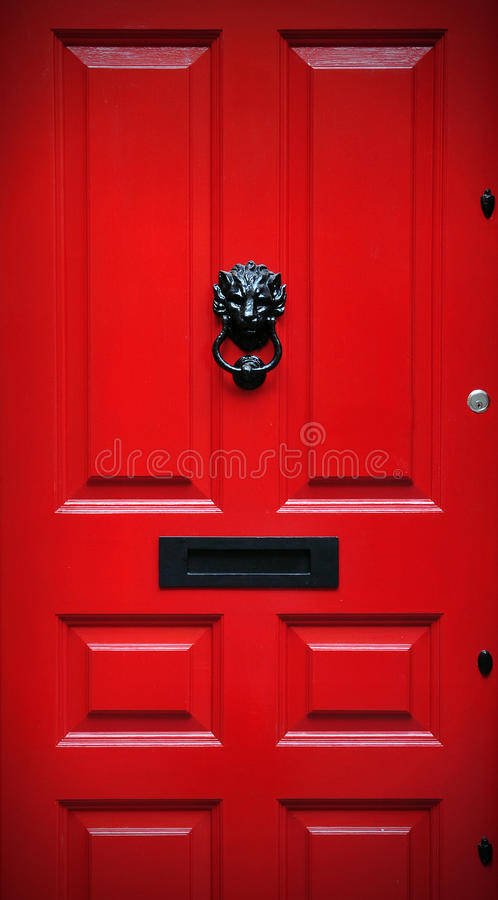 Rote Haustür lizenzfreies stockfoto