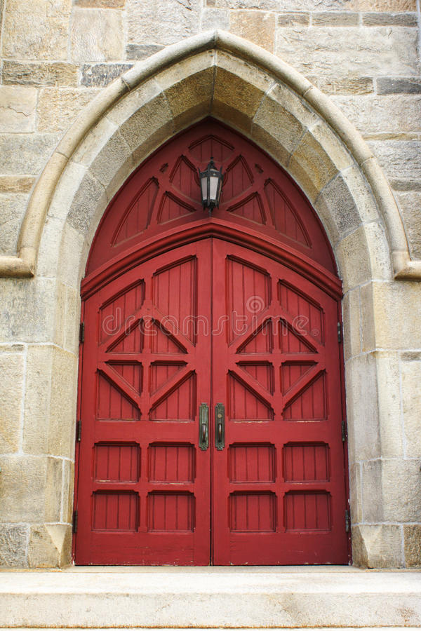 Rote Kirchetür lizenzfreies stockbild