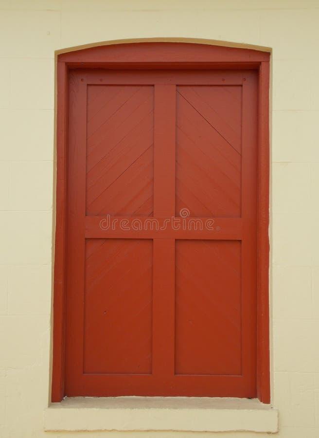Rote kolonialtür lizenzfreies stockbild