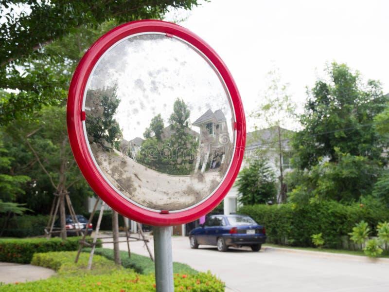 Rote konvexe Spiegel stockfoto