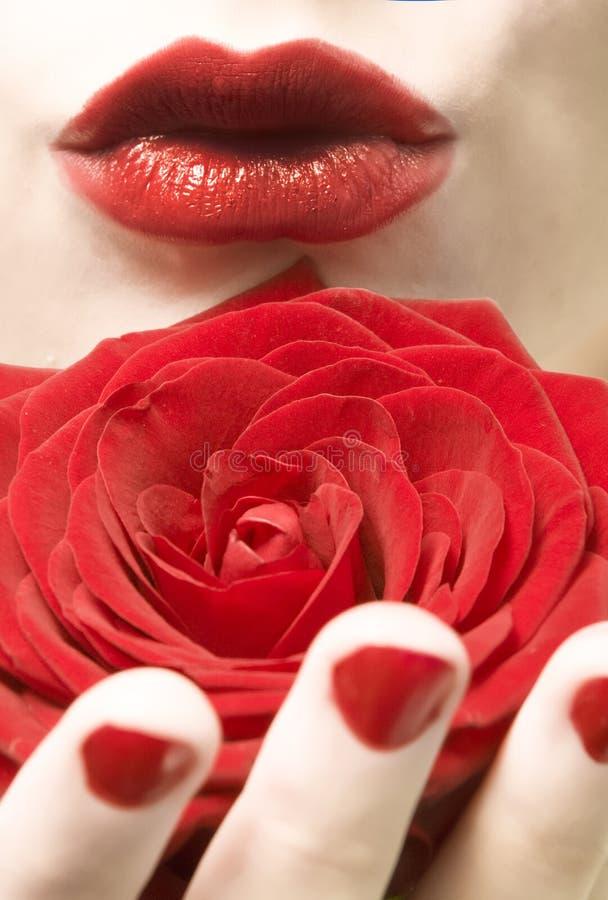 Rote Lippen, Nägel und stiegen stockfotografie