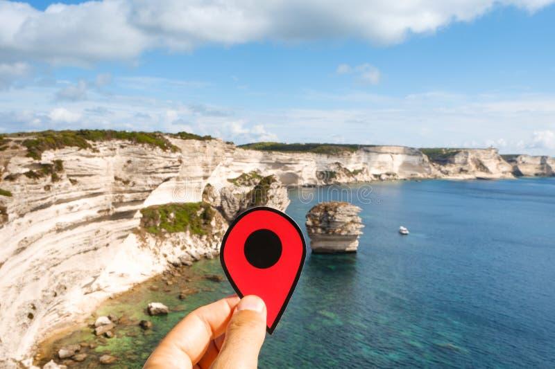Rote Markierung an den Klippen von Bonifacio, Corse lizenzfreie stockfotografie