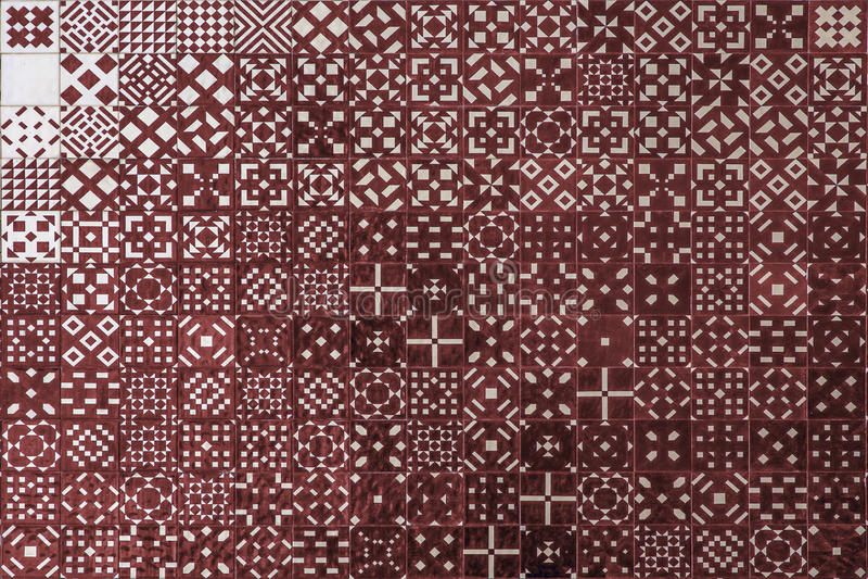 Rote Mosaik azulejo Beschaffenheit in Lissabon stockfoto