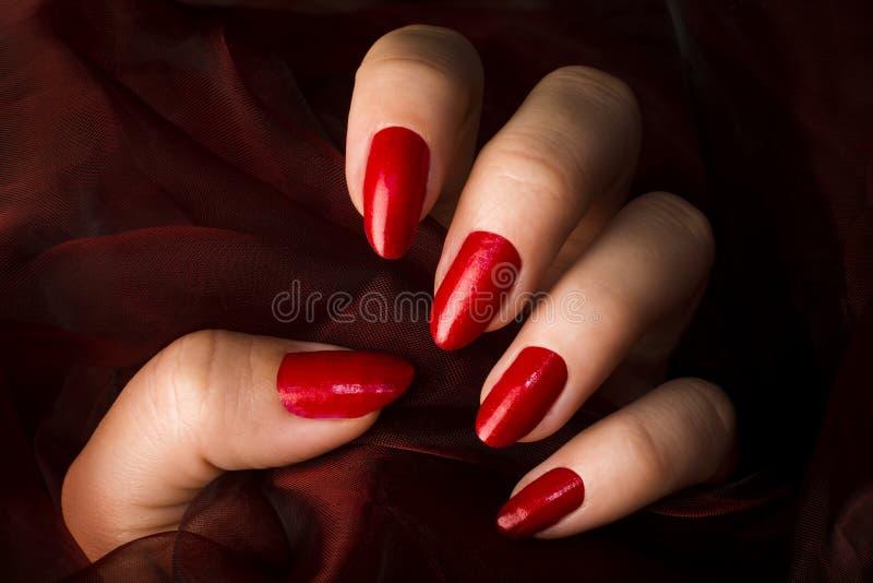 Rote Nägel stockbilder