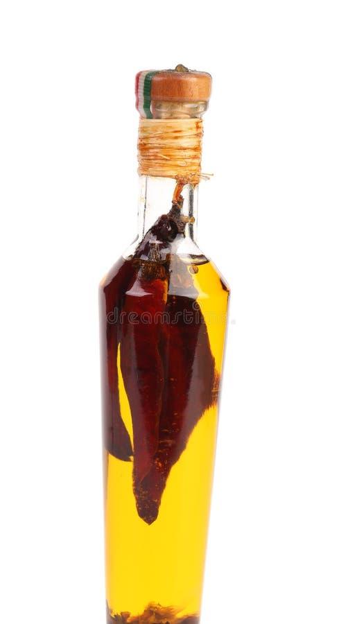 Rote Paprikas konserviert in der Flasche Öl. lizenzfreies stockbild
