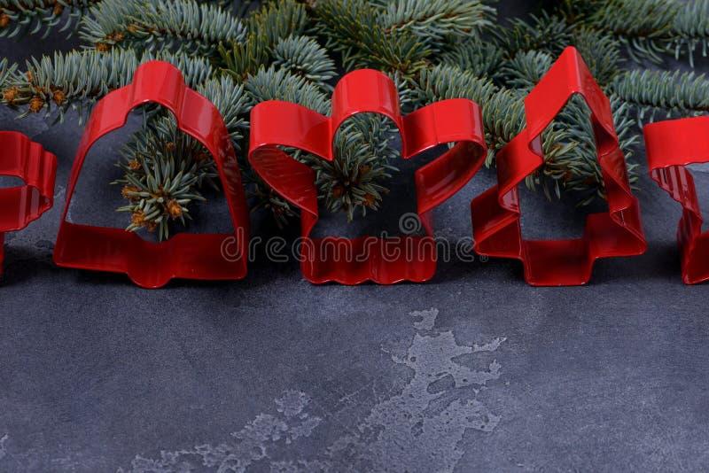 Rote Plätzchenschneider für Lebkuchen lizenzfreies stockbild