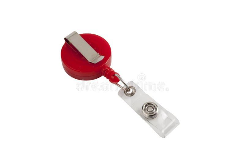 Rote Plastikausweisinhaberclip, lokalisiert auf Weiß mit Ausschnitt stockbild