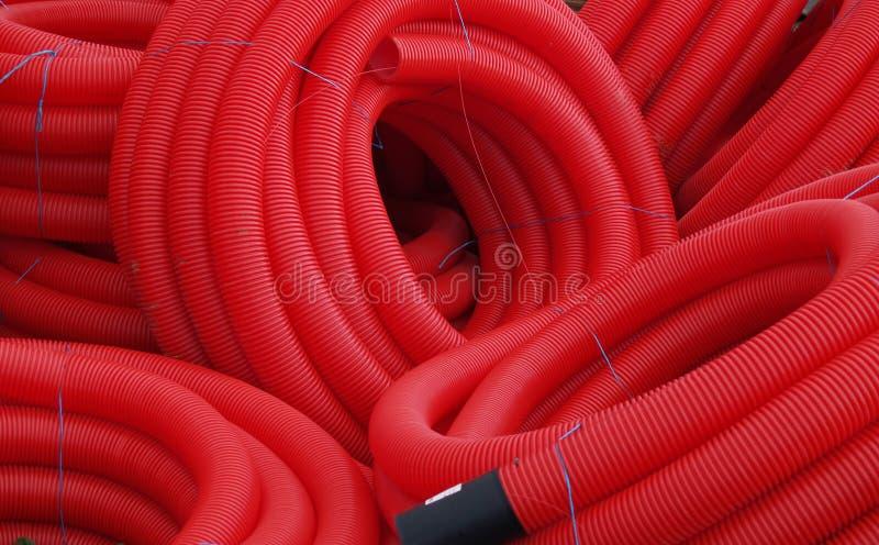 Rote Plastikrohre stockbild